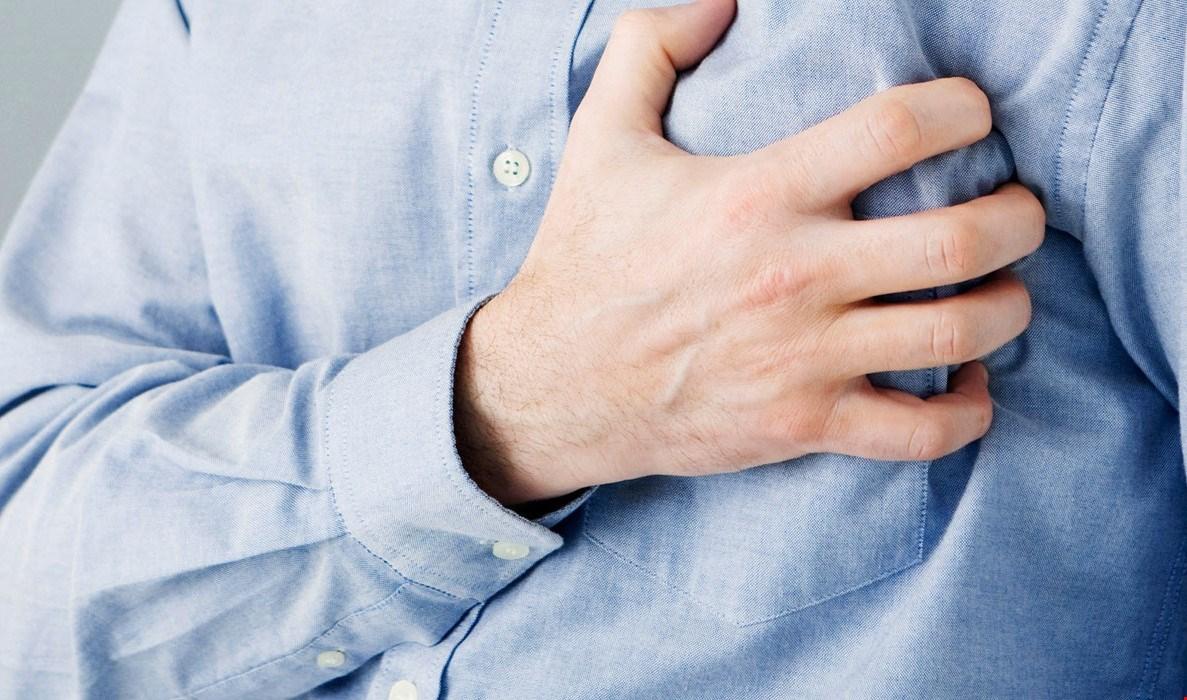 ألم في الصدر؟ هل أعاني من نّوبة قلبية؟