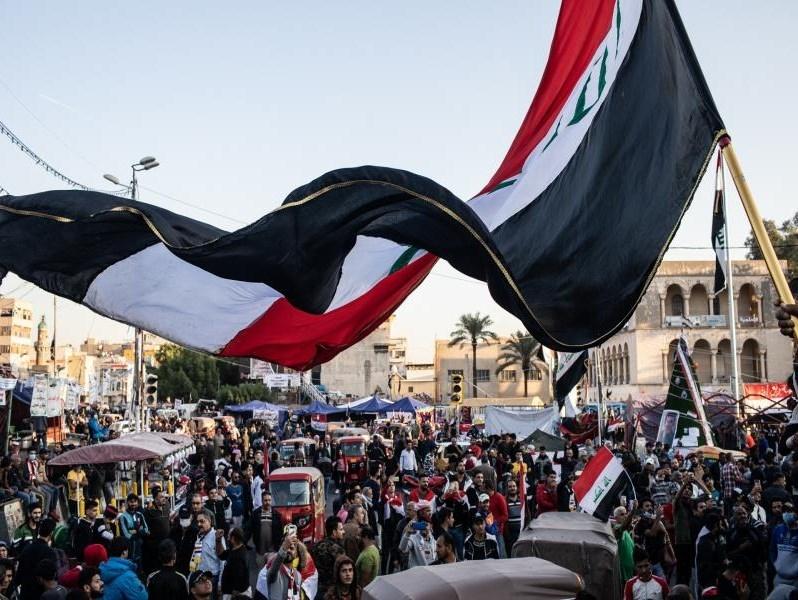 تواصل الاحتجاجات في العراق وإسقاط صاروخ في نهر دجلة
