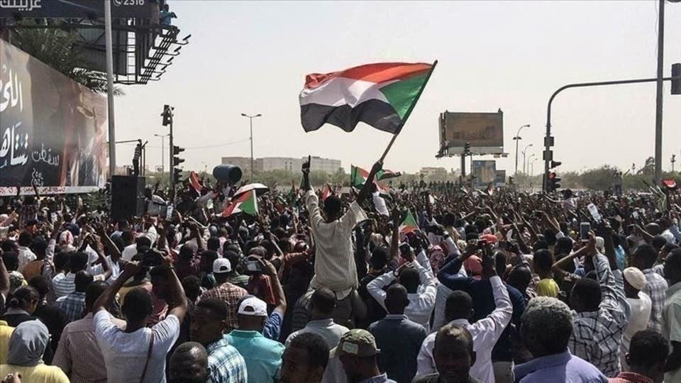 تجمع المهنيين السودانيين: تصريحات البرهان حول عدم تسليم البشير لمحكمة لاهاي غير مقبولة
