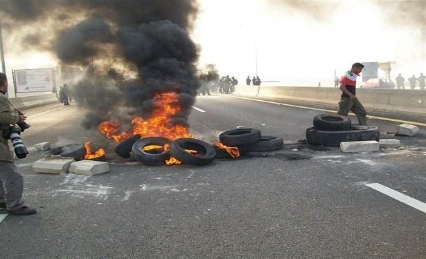 لبنان: هدوء بعد صدامات ليلية بسبب قطع الطرقات أدّت إلى سقوط ضحيتين على طريق الجنوب