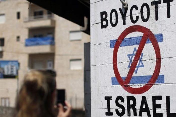 الاحتلال مُستغرِق في اعتداءاته والعرب غارِقـون في التطبيع!