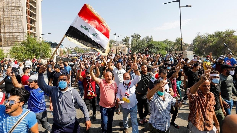 وتيرة الاحتجاجات تتصاعد في المدن العراقية.. ووزراء الحكومة يقدمون استقالتهم