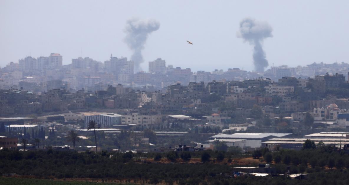 غارات على غزة.. واستشهاد طفل برصاص الاحتلال