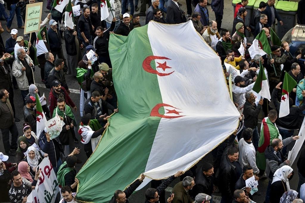 مسيرات تضامنية مع الحكومة في الجزائر