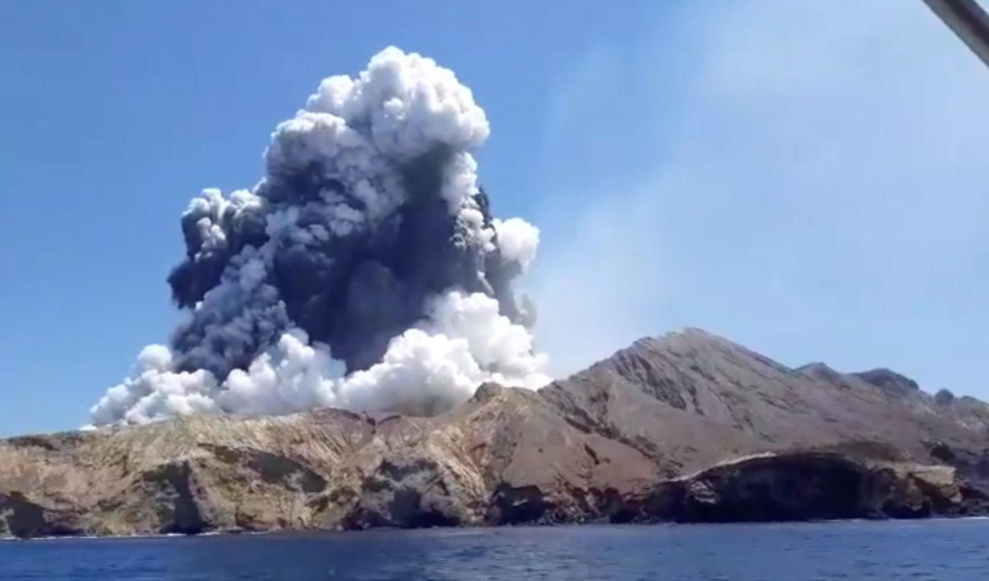 ثوران بركان في نيوزلندا يحصد قتلى ومفقودين والسلطات تفتح تحقيقاً