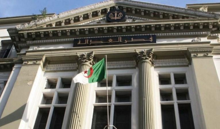 الجزائر: أحكام بالسجن بحق رئيسيّ وزراء سابقيّن ومسؤولين ورجال أعمال