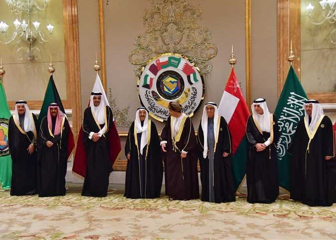 """الملك سلمان يدعو في ختام القمة الخليجية """"لمواجهة عدوانية إيران"""""""