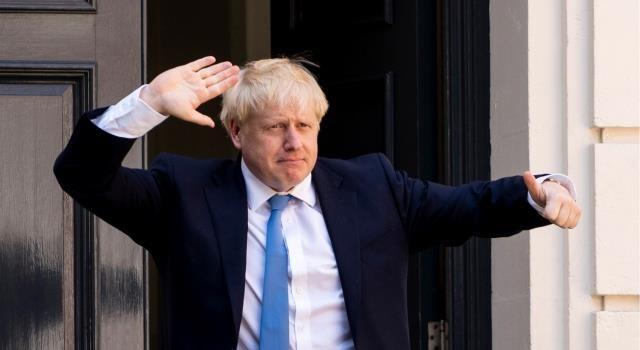 """""""ملك العالم"""" المطرود من وظيفته.. كيف حصد جونسون أغلبية ساحقة في البرلمان؟"""