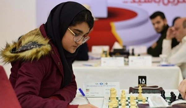 لاعبة شطرنج إيرانية تنتصر لفلسطين