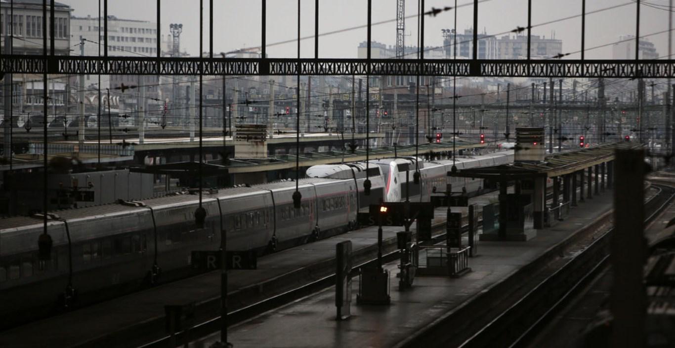 اضراب وسائل النقل مستمر في فرنسا