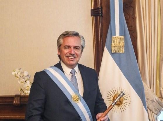 انتخبوه رئيساً للأرجنتين... فلم ينس طلابه!