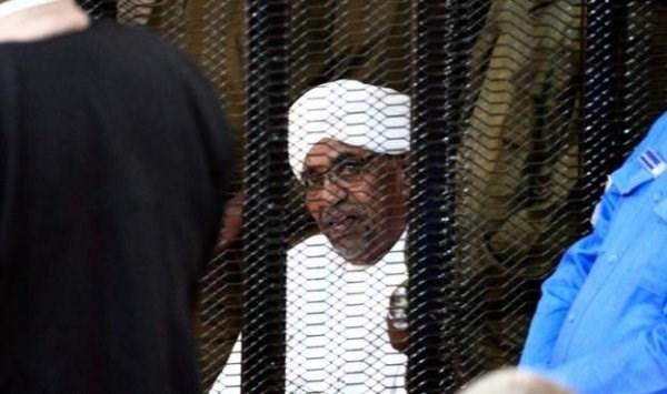 السودان: الحكم بمصادرة أموال البشير والتحفّظ عليه لمدة سنتين