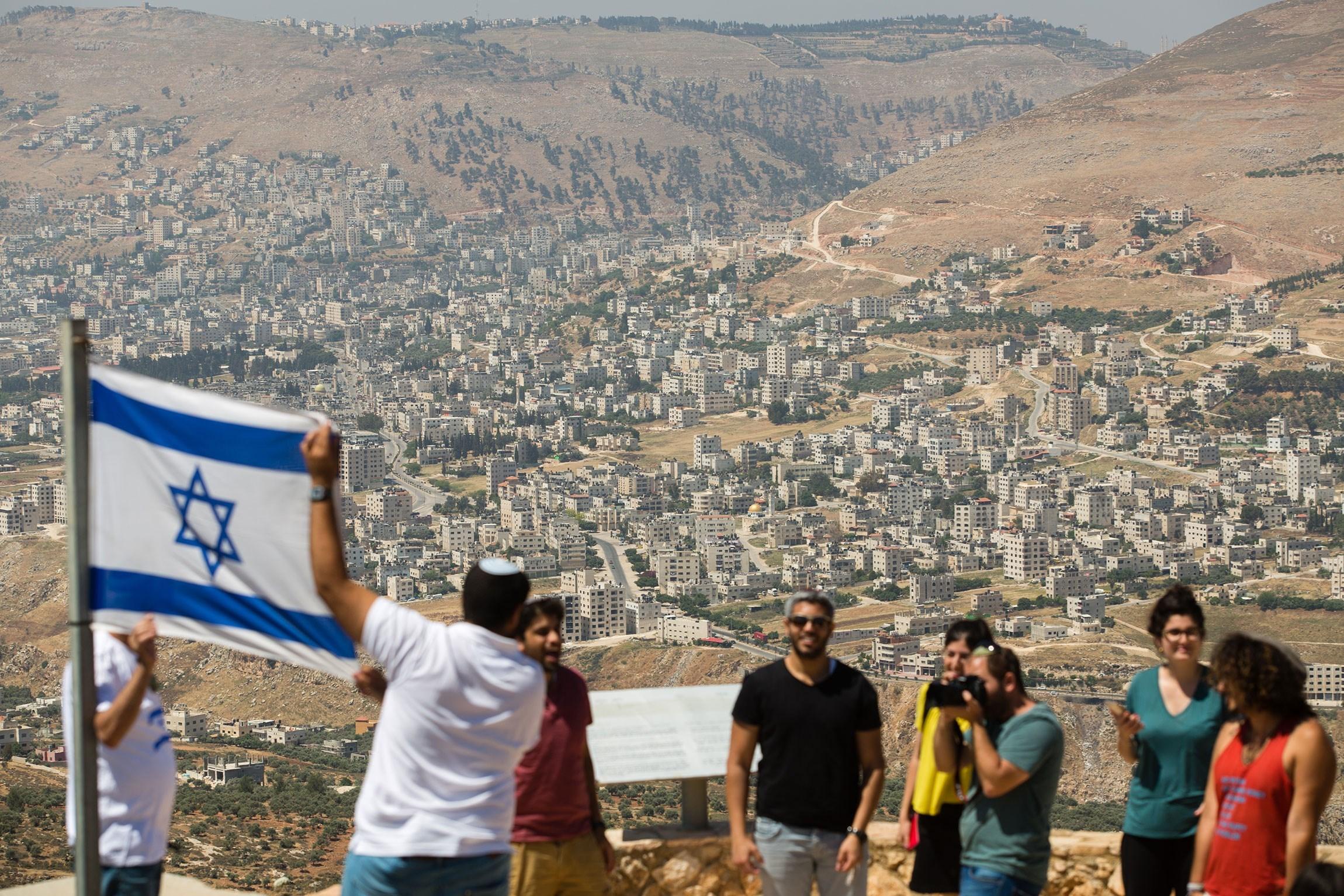 تقرير إسرائيلي: إيران قد تصعّد عسكرياً نتيجة العقوبات