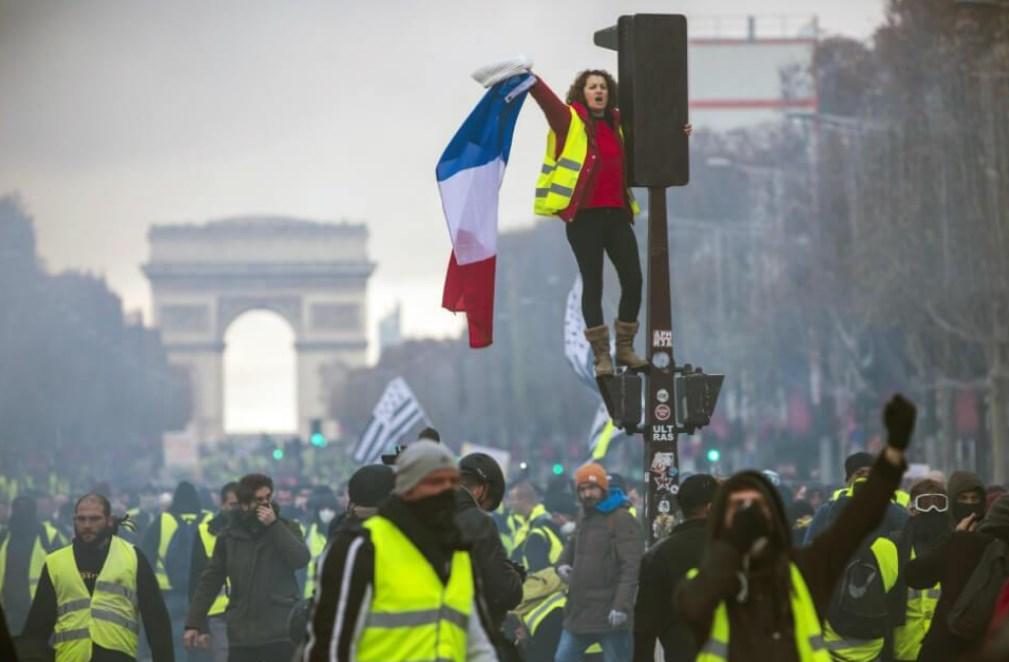 الاتحاد العام للعمال بفرنسا يهدد بمزيد من الاحتجاجات بشأن خطة المعاشات