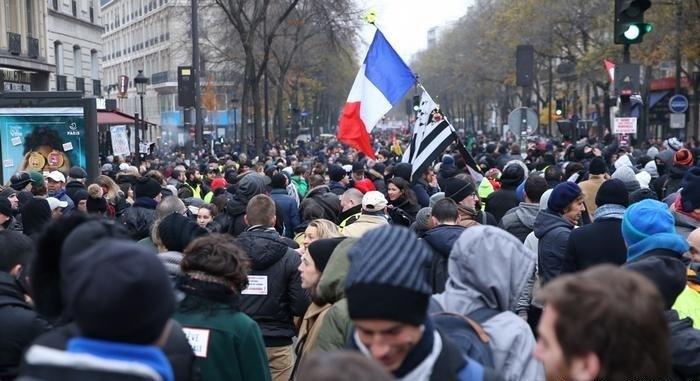 النقابات الفرنسية لم تتوصل إلى اتفاق حول أنظمة التقاعد والتعبئة مستمرة