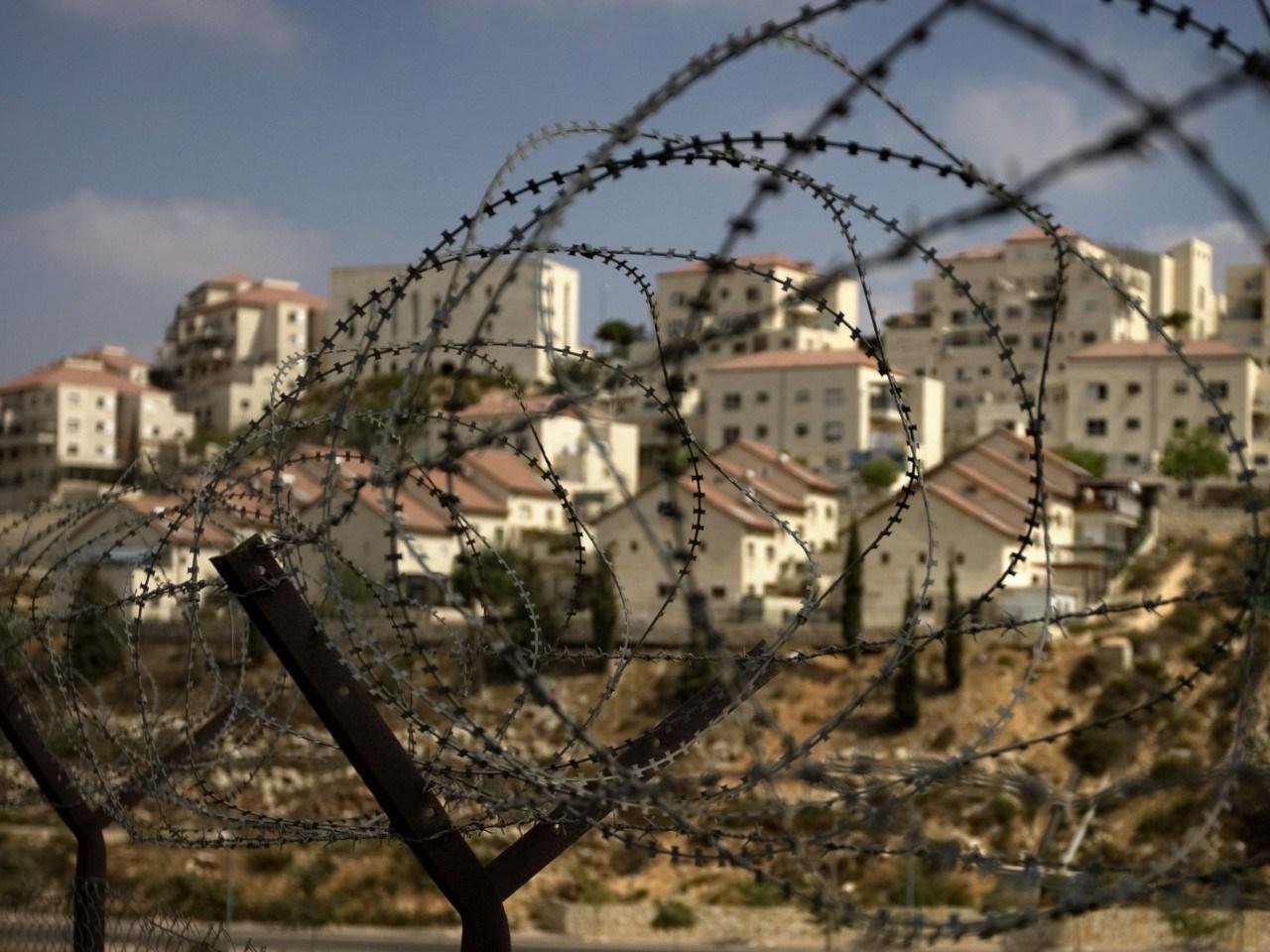 السلطة الفلسطينية تدعو إلى اتخاذ خطوات ملموسة تبدأ بمقاطعة شاملة للاستيطان
