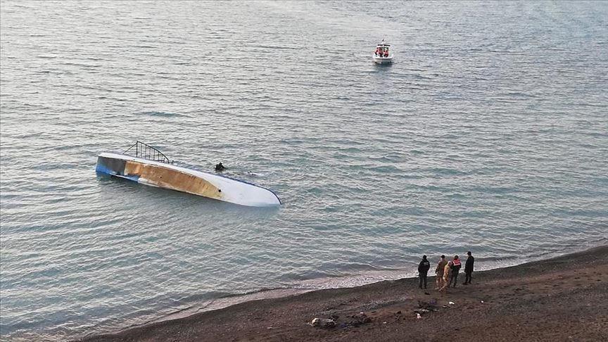 وفاة 7 مهاجرين بعد غرق زورقهم في بحيرة تركيّة