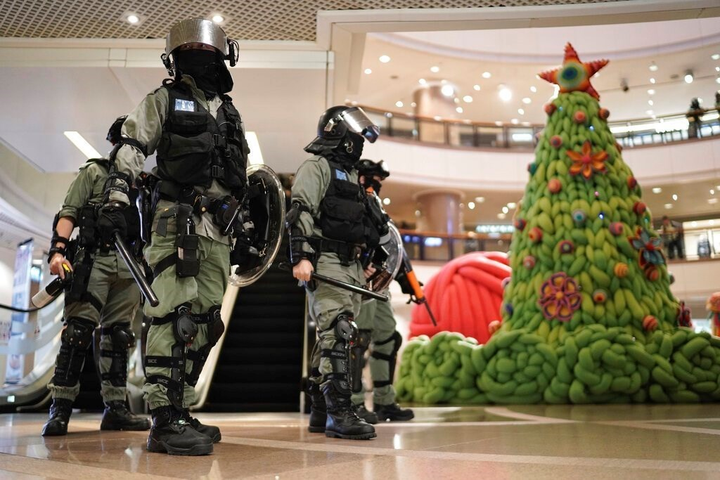 احتجاجات هونغ كونغ تفسد احتفالات الميلاد