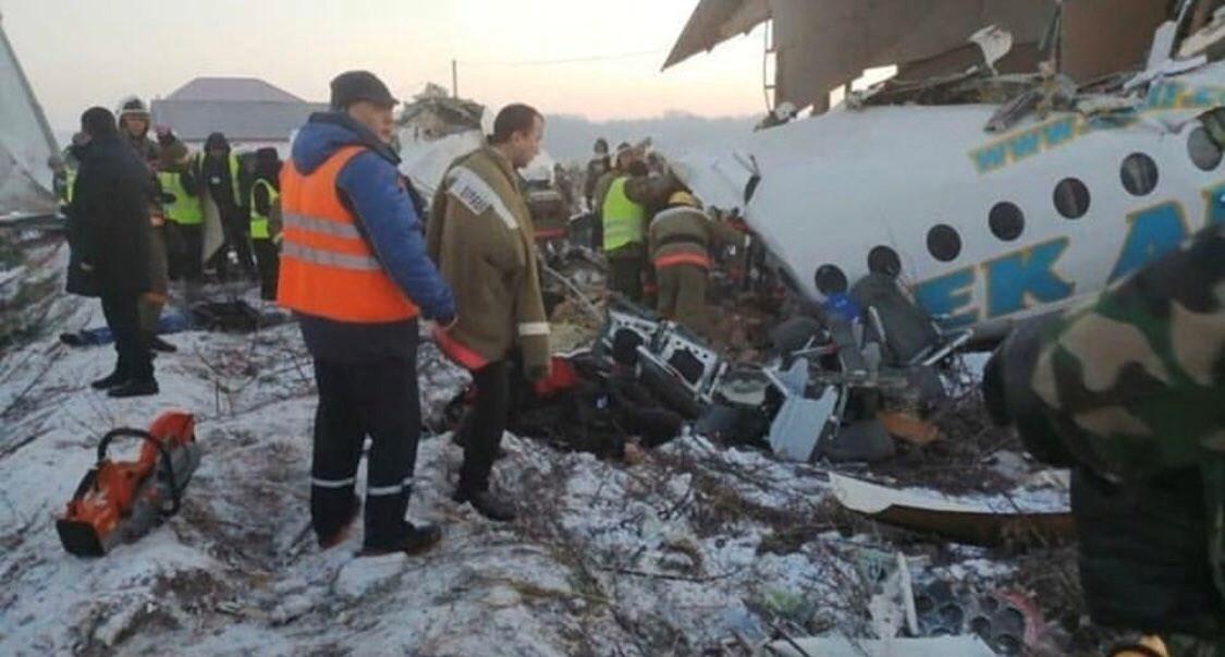 ارتفاع عدد ضحايا تحطم الطائرة الكازاخستانية إلى 14 قتيلاً