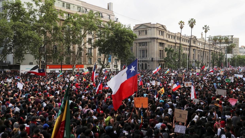 تظاهرات سانتياغو تتواصل والمواجهات تتجدد بين محتجين وقوات الأمن