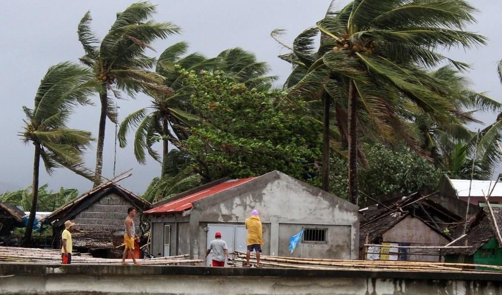 الفيليبين: إعصار كاموري يتسبب بمقتل شخصين وإغلاق مطار مانيلا