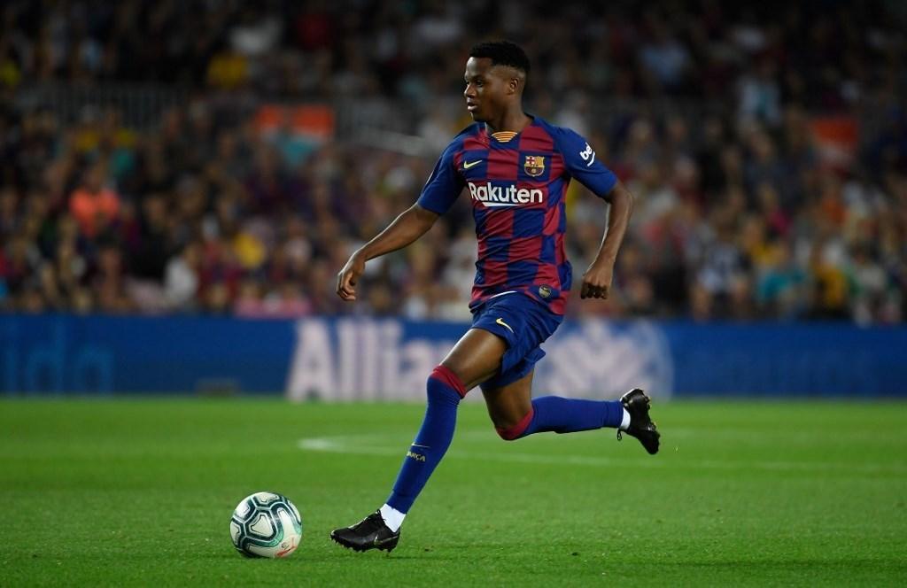 برشلونة يمدّد عقد لاعبه الموهوب