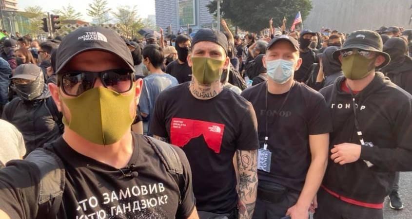 الفاشيون الأوكرانيون يشاركون في احتجاجات هونغ كونغ