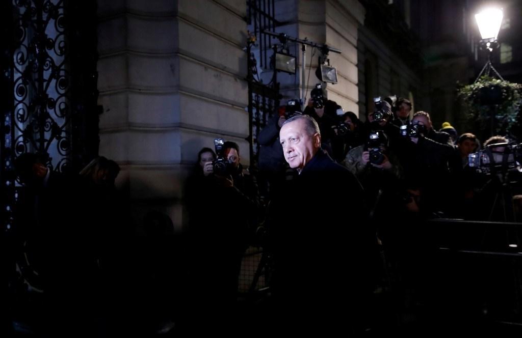 إردوغان والسيسي.. صراع الدور والموقع والقنوات المائية