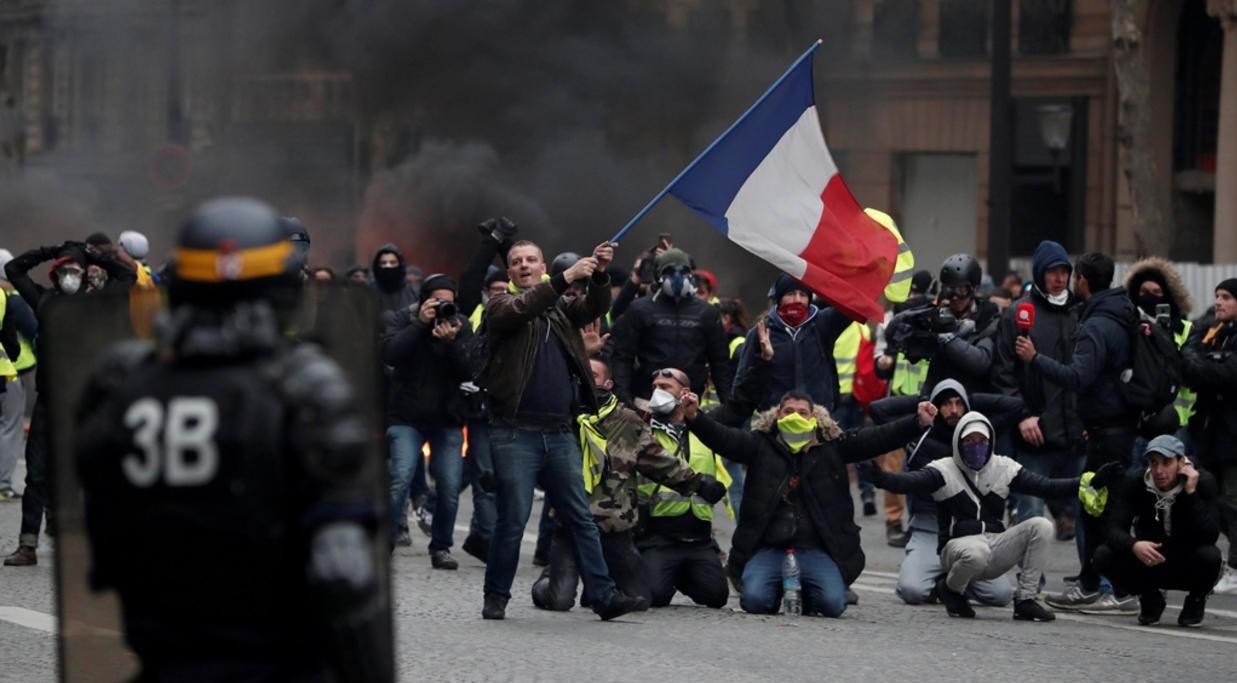 """اتساع رقعة الاحتجاجات في فرنسا والثلاثاء """"يوم تعبئة"""""""