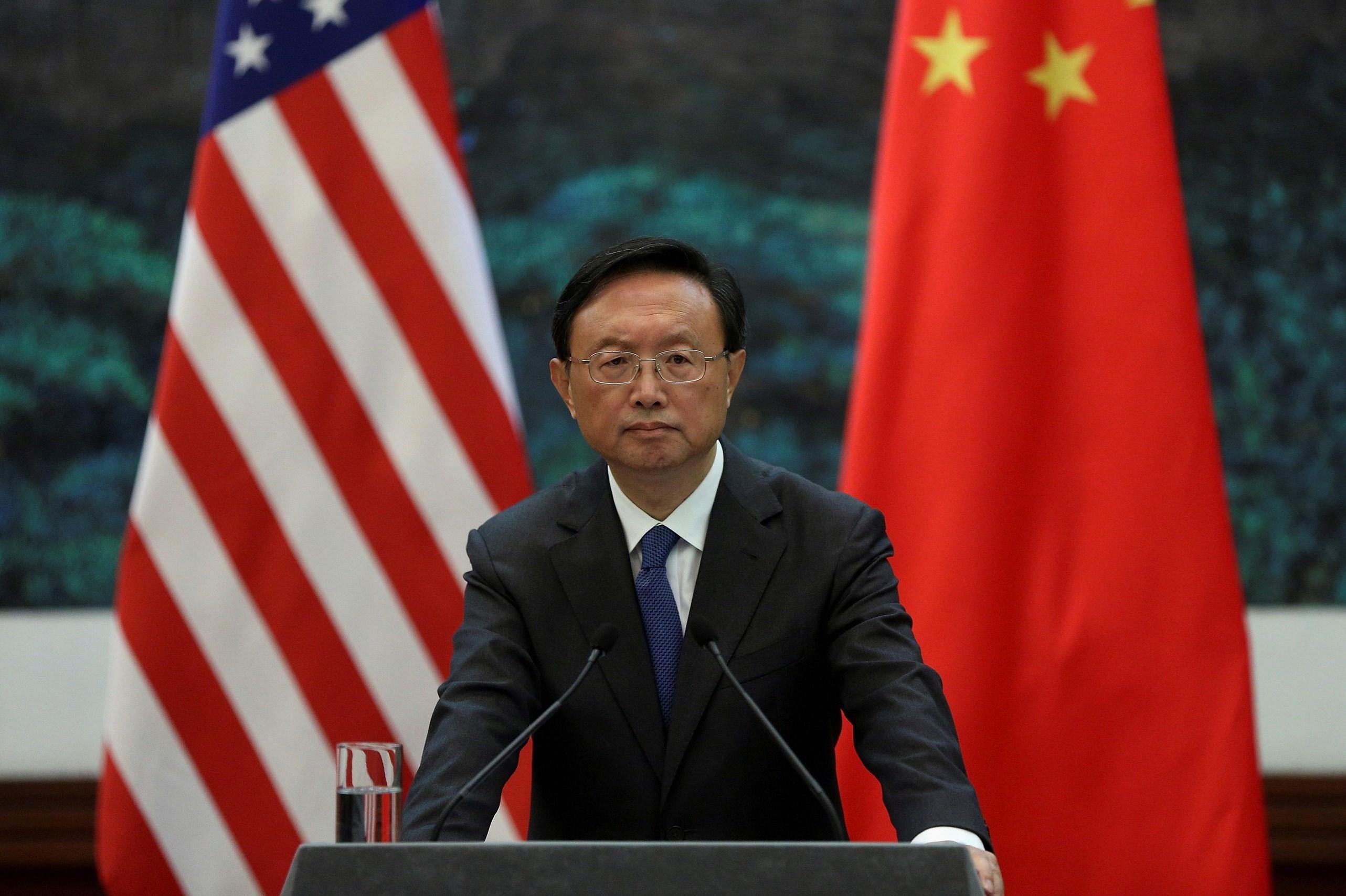 أعلى دبلوماسي صيني يطالب بومبيو بالكف عن التدخل في شؤون بلاده