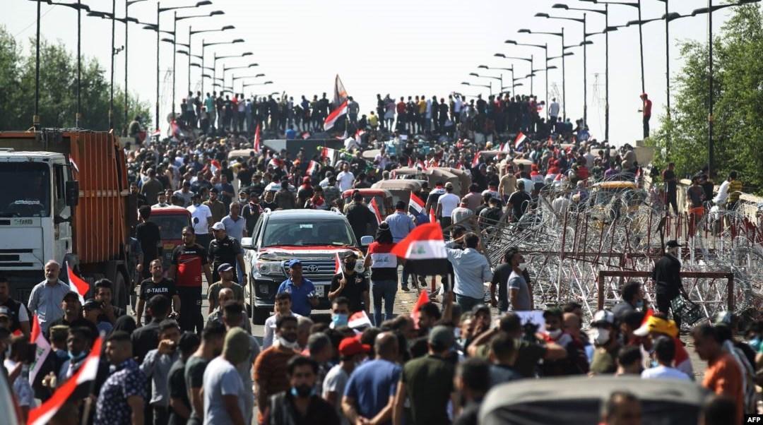 إطلاق 2600 من المتظاهرين ... وبغداد تشيّع شهداء أحداث الخلاني والسنك