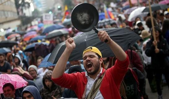 عشرات آلاف الكولومبيين يتظاهرون في العاصمة بوغوتا