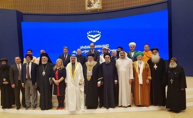 بالصورة: الحاخام موشيه عمار في البحرين وإلى جانبه رجل الدين اللبناني علي الأمين