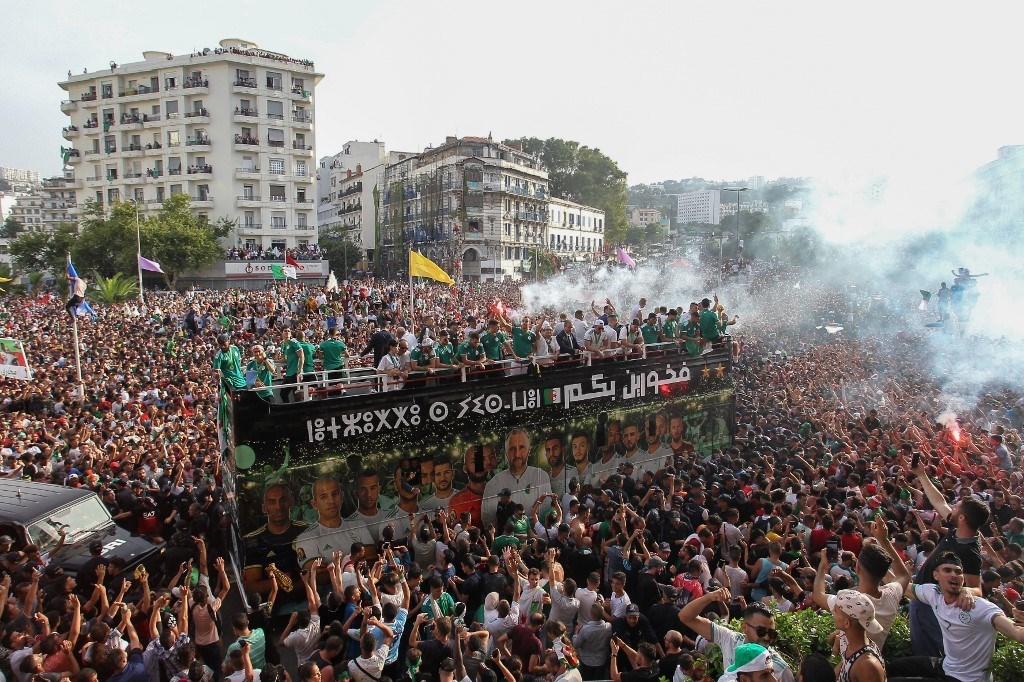 منتخب الجزائر وجمهوره... درسٌ في الانتماء