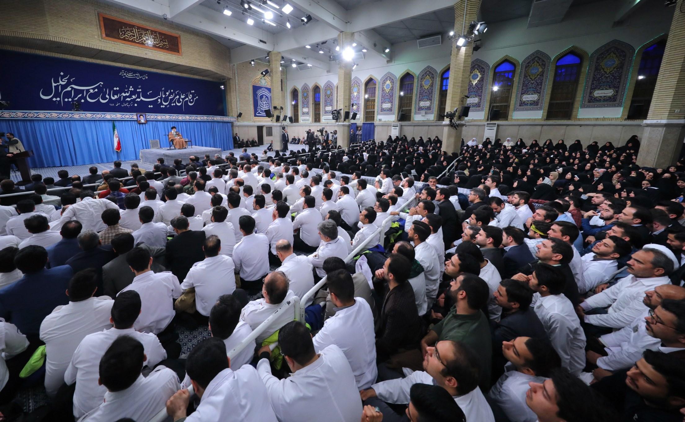 السيد خامنئي: إيران ستضرب جهاراً ومن دون تحفظ كل من يهددها