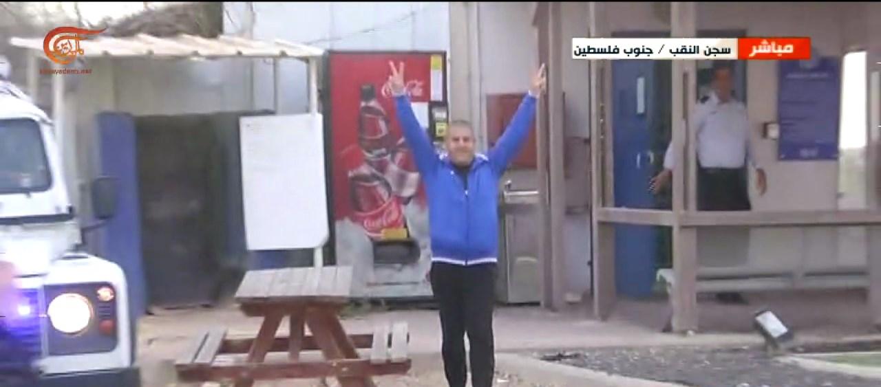 الأسير السوري صدقي المقت إلى الحرية بعد 32 عاماً من الاعتقال