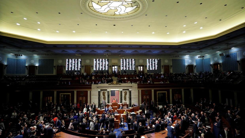"""""""النواب الاميركي"""" يصدر قراراً يحد من صلاحية ترامب العسكرية ضد إيران"""