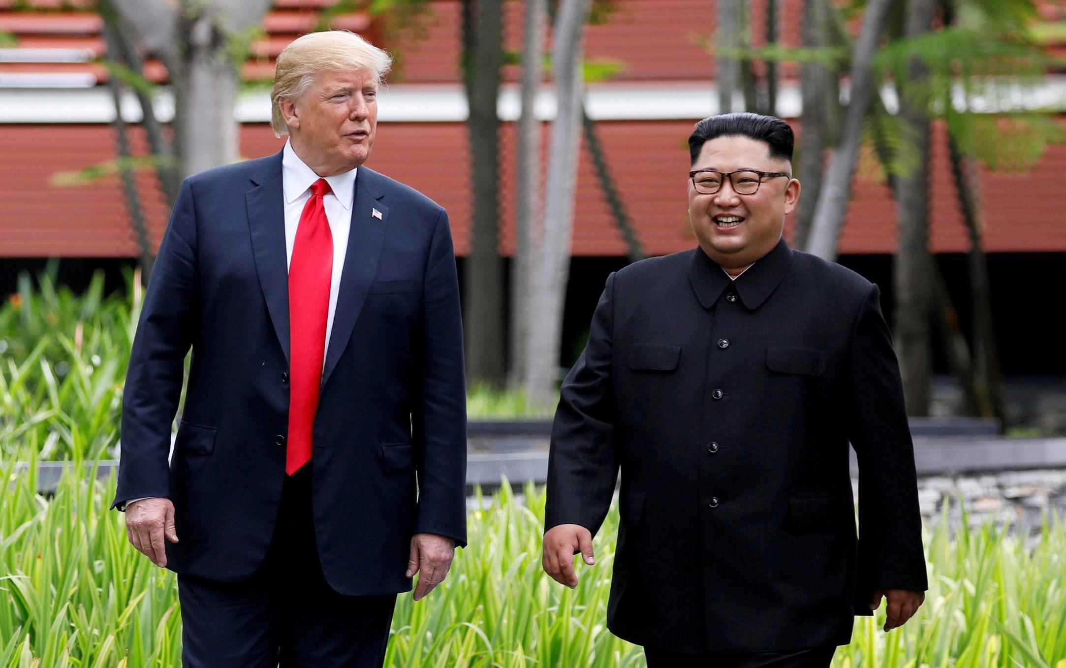 ترامب يبعث برسالة تهنئة إلى كيم.. ما المناسبة؟