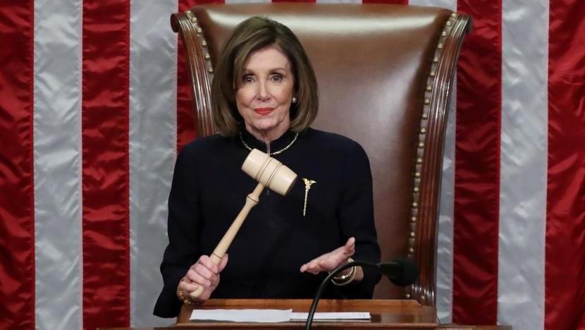 """بيلوسي تعد بإحالة لائحة التهم بحق ترامب """"قريباً"""" إلى مجلس الشيوخ"""