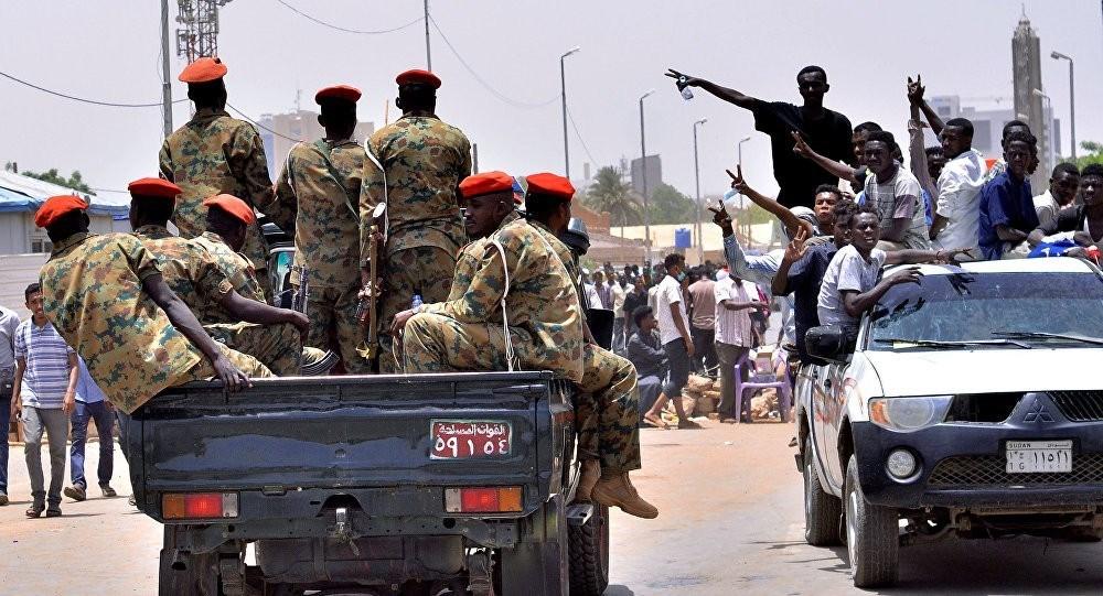 تمرد عناصر من جهاز المخابرات السودانية ورئيس الوزراء يطمئن: سيطرنا على الوضع