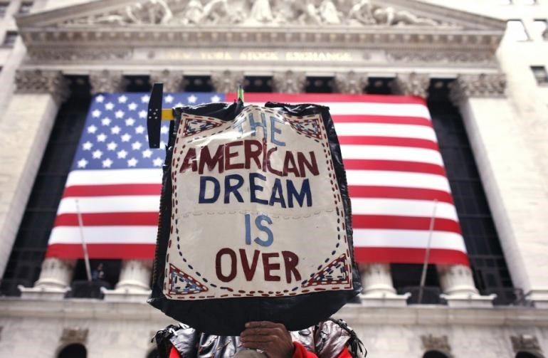 """خريف امبراطورية.. كتّاب أميركيون يستشرفون نهاية """"الحلم"""""""