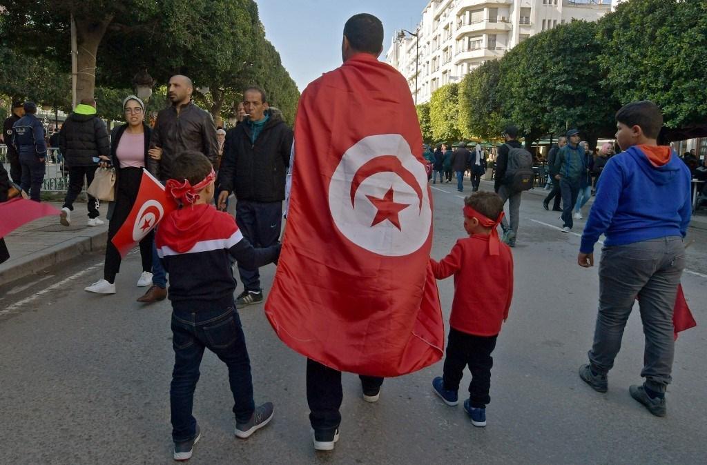 14 كانون الثاني: شارع الحبيب بورقيبة الشارع الرمز والشاهد الأكبر على الثورة التونسية