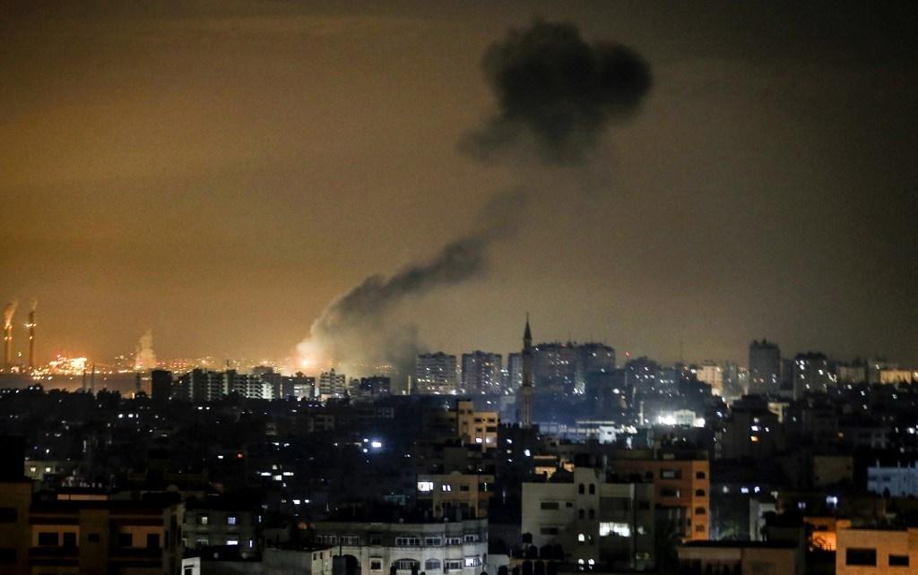 الاحتلال يقصف مواقع للمقاومة الفلسطينية في قطاع غزة