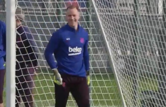 تير شتيغن يُذهل لاعبي برشلونة! (فيديو)