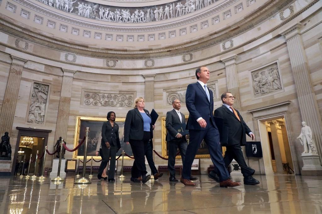 أعضاء مجلس الشيوخ الأميركي يؤدون اليمين تمهيداً لمحاكمة ترامب
