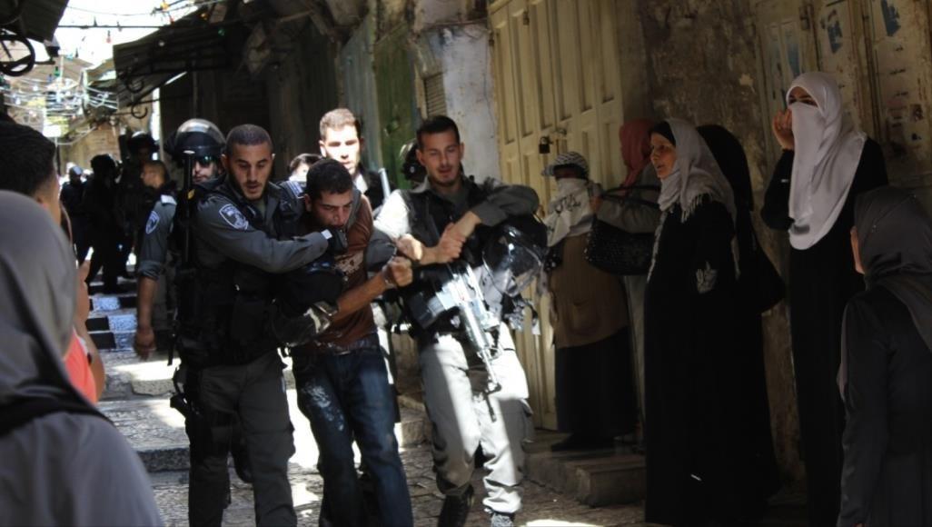"""""""أسرى فلسطين"""" يرصد 200 حالة اعتقال منذ بداية العام"""