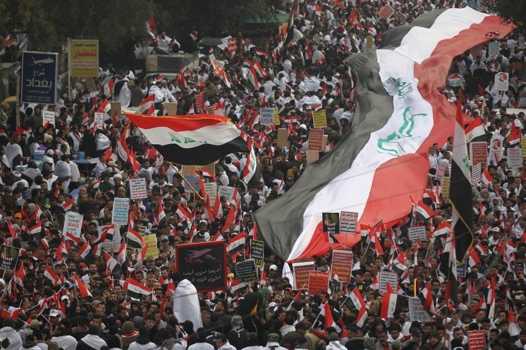 تظاهرة مليونية رفضاً للوجود الأميركي.. والعراقيون يرددون: أخرجوا من أرضنا قبل أن نخرجكم!