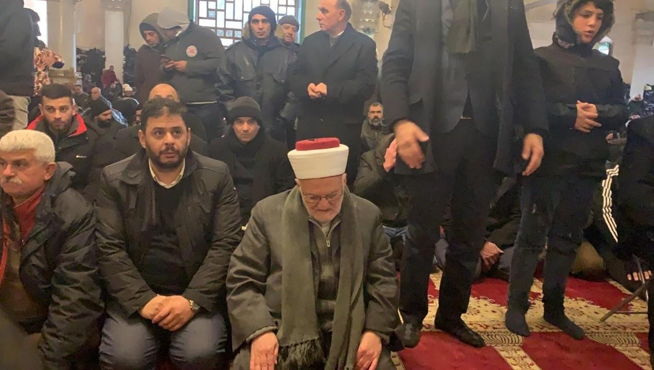 سلطات الاحتلال تصدر قراراً بإبعاد الشيخ عكرمة صبري عن المسجد الأقصى