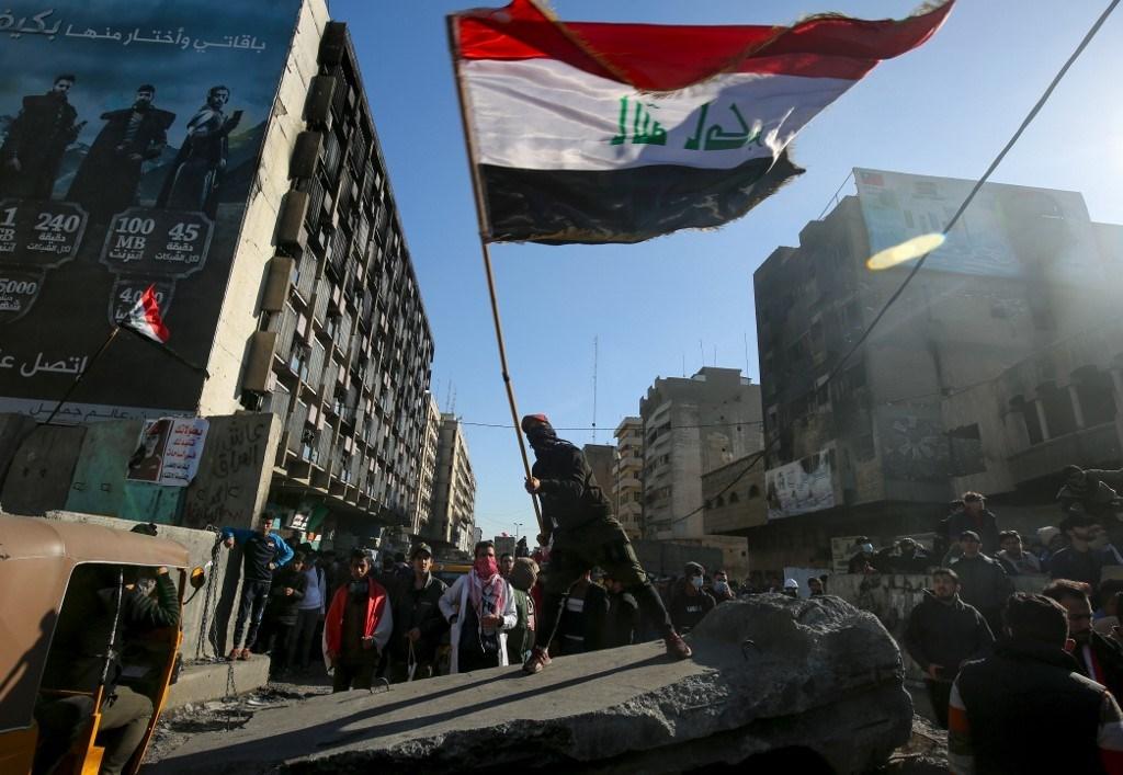 إصابات وإحراق خيم مع استمرار المظاهرات في العراق
