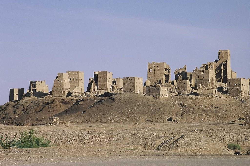 القوات اليمنية تستعيد السيطرة على مدينة براقش الأثرية